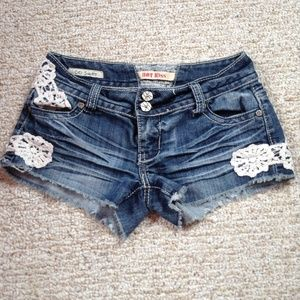 Crochet side denim shorts